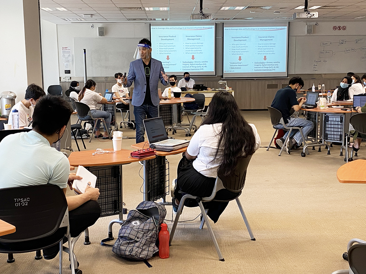 Yoshi, one of TomoWork's Programme Director, shared the insights about the insurance sector, while actively engaging the participants with different real life scenarios and problems.